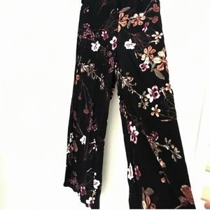 RE:NAMED BRAND FLORAL GAUCHO PANTS